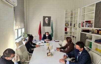 Rektori i Universitetit të Mjekësisë, Tiranë, Prof.Dr. Arben Gjata priti në një takim Ambasadoren e Greqisë në Tiranë, Sh.S. Znj. Sophia Philippidou